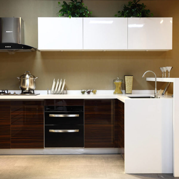 high-gloss-lacquer-cabinets